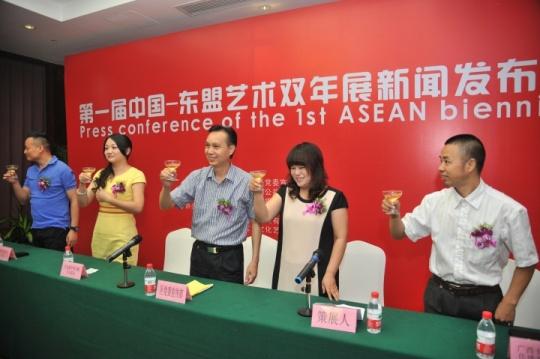 2013年8月5日,首届东盟双年展新闻发布会在广西南宁举办