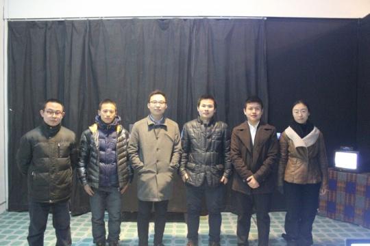 由左至右依次为:胡靖、陈明强、空间负责人郑衍方、方列丰、策展人张腾、李萌