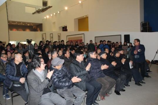 开幕仪式由造型学院院长苏新平主持,诸位老先生及校领导出席活动