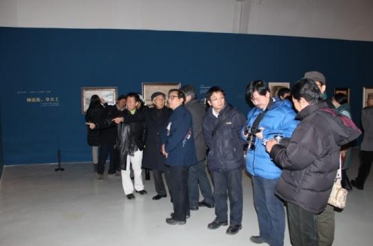 靳尚谊和院领导参观展览