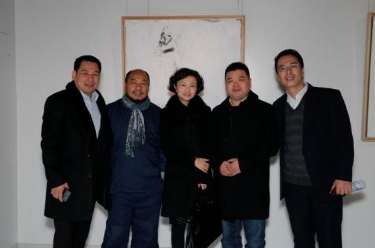 上海东江艺术馆:吴震寰(左2)与上海东江负责人王凌彤(最右)及友人合影