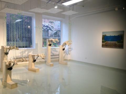 80后艺术家李沐辰的作品《五只手》