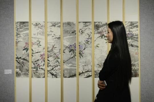 """彭小冲""""水中花""""展览现场"""