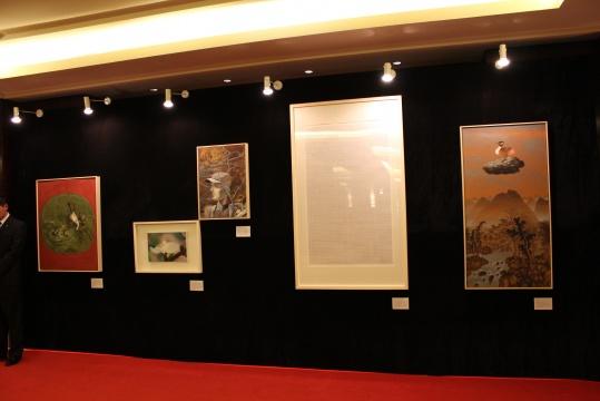 五件获赠艺术作品 坐阵慈善拍卖环节