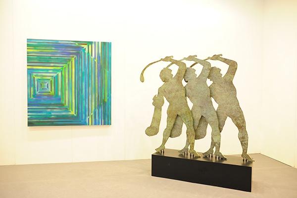 唐人当代艺术中心的展位带去了刚刚在画廊举办个展的徐渠的作品