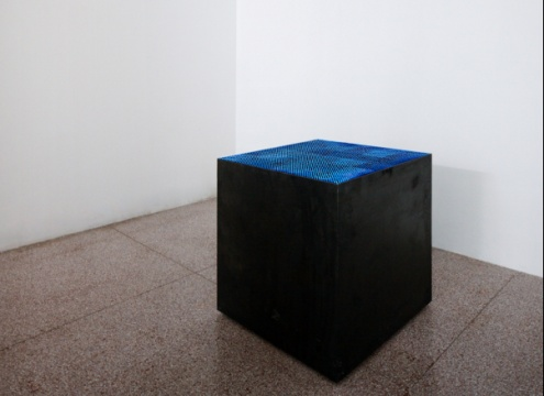 《寂静之蓝》,梁克刚,装置,90×90×90cm,2013