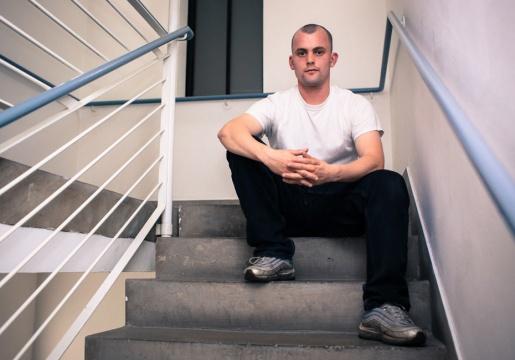 1983年出生于英国威尔士卡迪夫的80后艺术家詹姆斯·理查兹
