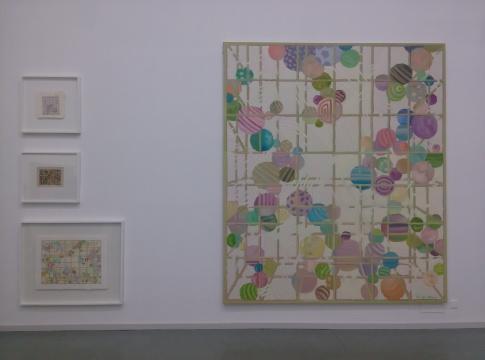 徐小国的绘画以笼子和彩球作为元素