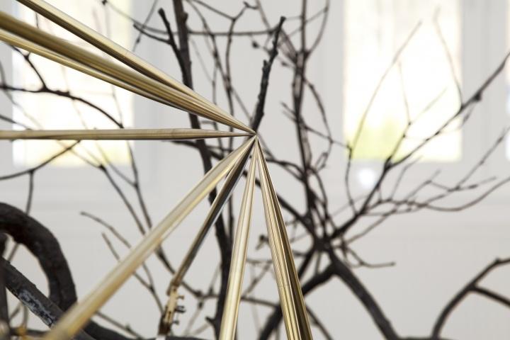 《一棵树的启示》局部,尖锐是艺术家作品中贯穿始终的元素之一 © Rebecca Horn,Courtesy:Sean Kelly, New York