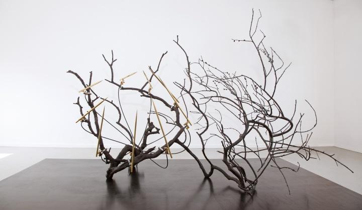 《一棵树的启示》 © Rebecca Horn,Courtesy:Sean Kelly, New York