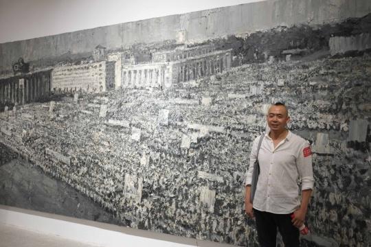 艺术家吕山川与其作品《世界广场·朝鲜》
