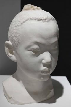 李洪波 《男孩》45x30x30cm  纸 2012