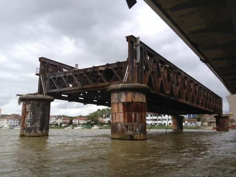 埃菲尔铁桥在法国进行拆卸