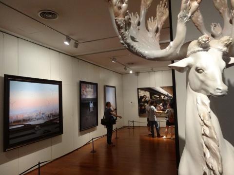 这一次的展览以架上为主,配合以少许雕塑作品