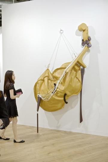 亚洲藏家在佩斯画廊展位 Courtesy:Art Basel