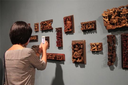 司徒杰奔赴民间为中央美术学院收集的潮州木雕