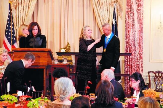 2012年,旅美艺术家蔡国强荣获美国国务院艺术勋章