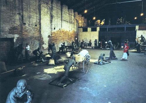 1999年,蔡国强的作品《威尼斯收租院》在意大利第48届威尼斯国际艺术双年展中获金狮奖,还引发了与原作者的官司