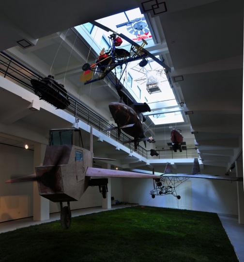 """2010年,展览""""农民达芬奇""""首次亮相于上海外滩美术馆"""