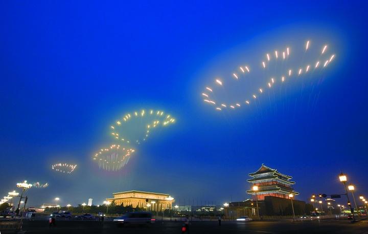 """蔡国强""""历史的足迹""""为2008年北京奥运会开幕式制作的焰火表演"""