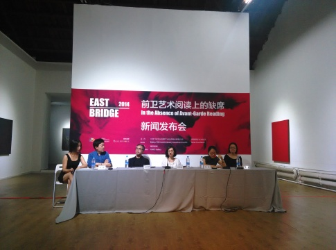 发布会嘉宾从左至右依次为:崔辉(左二)、李容德、林莲技、刘琛、黄静远