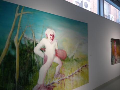 葛辉的布面油画作品,既带有几分熟络,又似天马行空,难以辨别