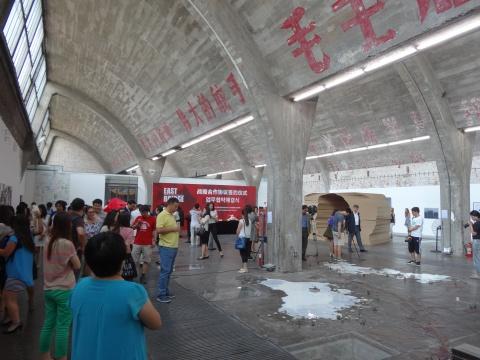 8月16日,798游人如织、摩肩接踵,这皆是因为许多颇有味道的展览在这一天纷纷开幕