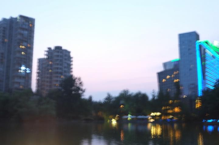 成都新会展中心天鹅湖夜景