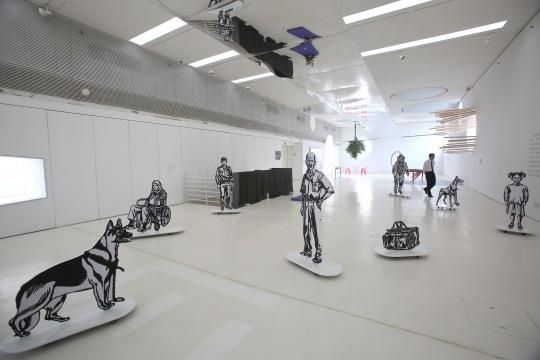 艾哈迈德•奥古 《过河之谜》互动装置 尺寸可变2010