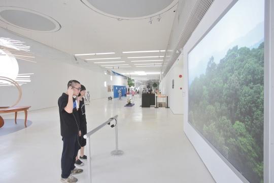 展览现场,弗拉基米尔•尼科利奇的作品《没有风景》