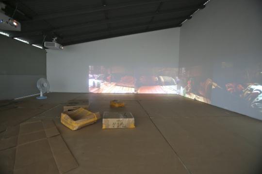 赵亮《沉睡者》彩色双频高清影像,24 分钟2006(局部)