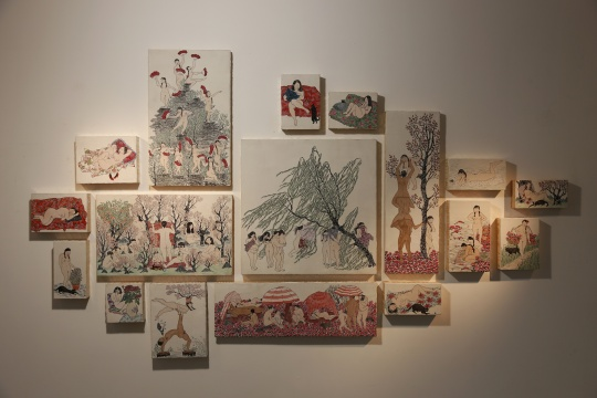 李萧禾的作品《上春画印》,桃花源内的生活之景不再神秘,日常生活之物拉近了与现实的距离。