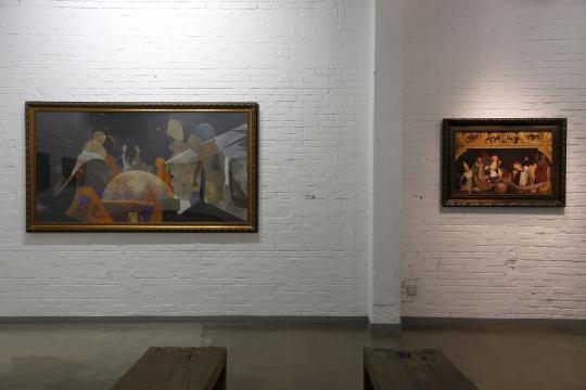 徐毅的作品《深夜秋话》与《人与人NO,1》,都市后的景象。