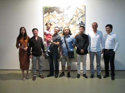 韩绍光(左二)与到场嘉宾合影。