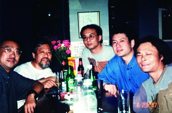 97年-程丛林·栗宪庭·张晓刚·周春芽·唐雯·在小酒馆