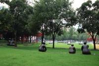 "【Hi图集之""当雕塑遇见城市""—— 静安国际雕塑双年展】,黄笃,王鲁炎,颜石林,林斯勒 艾利克斯,卡拉姆 纳迪姆,朱 铭,夏 云飞,朴 善基,桑法勒 妮基,戈勃朗 克里斯托"
