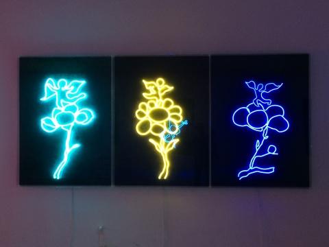 《花与天使No.1、No2、No3》 霓虹灯、喷绘丙烯及综合材料于帆布
