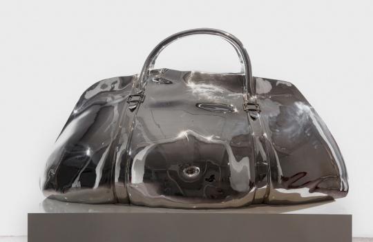 白钢锻造的《承载》创作于2012年,是李铭燃毕业设计的代表作品