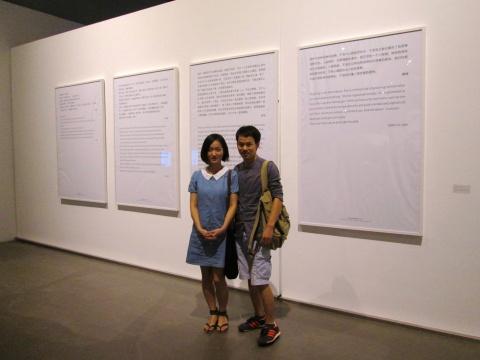 胡庆泰的作品以妻子为切入点,讨论二者在社会关系中的互动,同时邀请家人描述对妻子的意见。