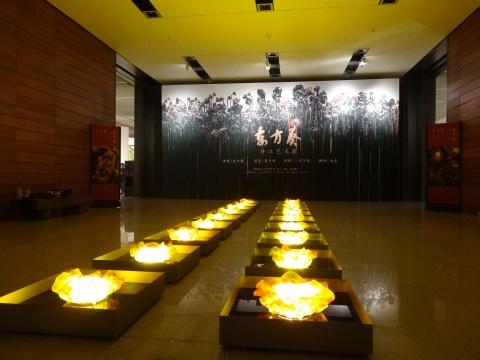 """""""东方葵:许江艺术展""""由中国美术家协会、中国国家博物馆、中国美术学院共同主办"""