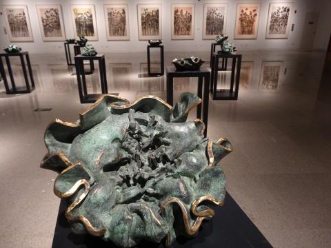 许江创作于2014年的雕塑《一花万果》