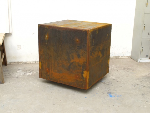 隋建国《一立方米的黑暗》雕塑 104x104x104 cm 2012