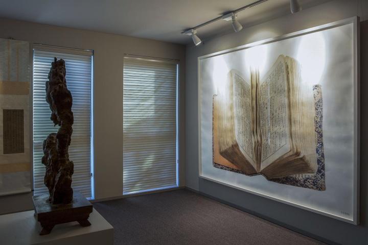 挂在小院儿书房的刘丹作品《民国小辞典》,该作品共四张,这是唯一一张大陆私人收藏