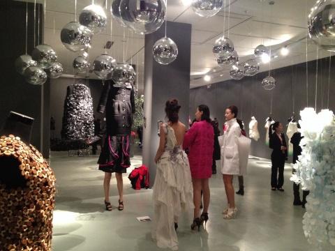 """""""2014当时装遇到珠宝 北京国际时尚艺术与设计展""""是本次展览中最为亮眼的部分"""