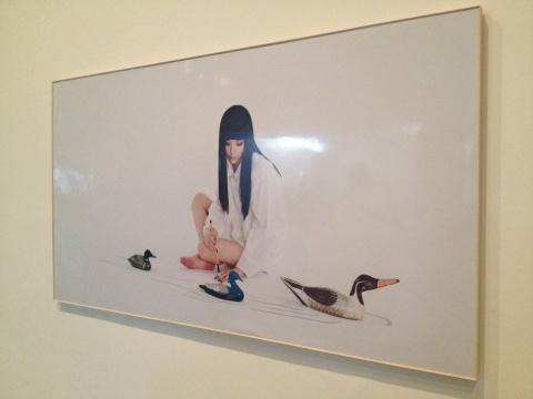 徐华翎+唐嫣合作完成的第三肖像,既可以领悟到徐华翎新工笔创作的元素,又不失为唐嫣个性的写照