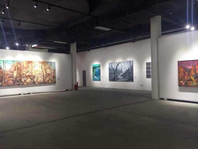 """""""社会风景—中国当代绘画中的风景叙事"""" 展览现场"""