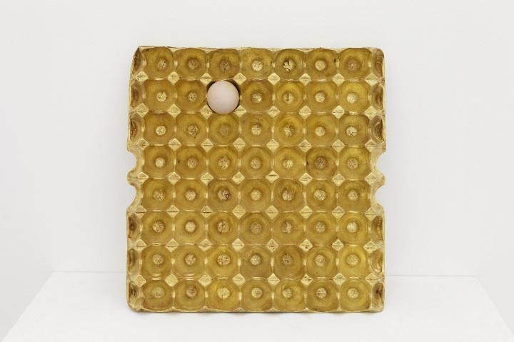 《200克黄金 62克蛋白质》铜,黄金,鸡蛋37.7x39x3.7cm2012