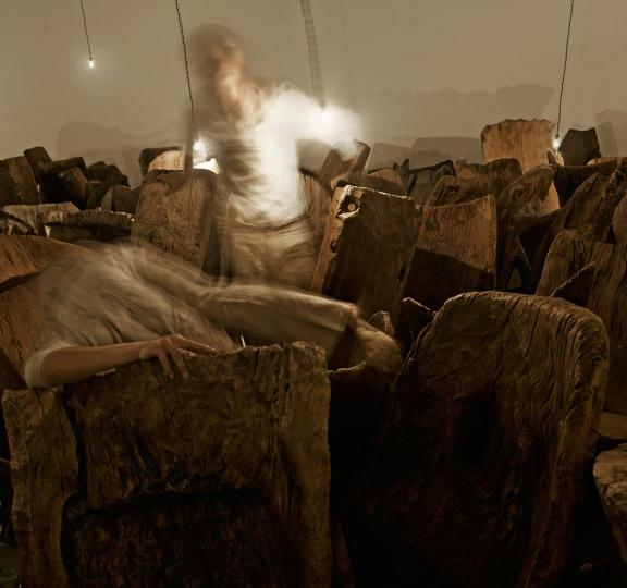 """2011年空白空间个展""""椅子上的人""""现场"""