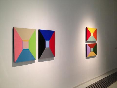 王智一的作品在色彩对比后是冷墨的构成法则