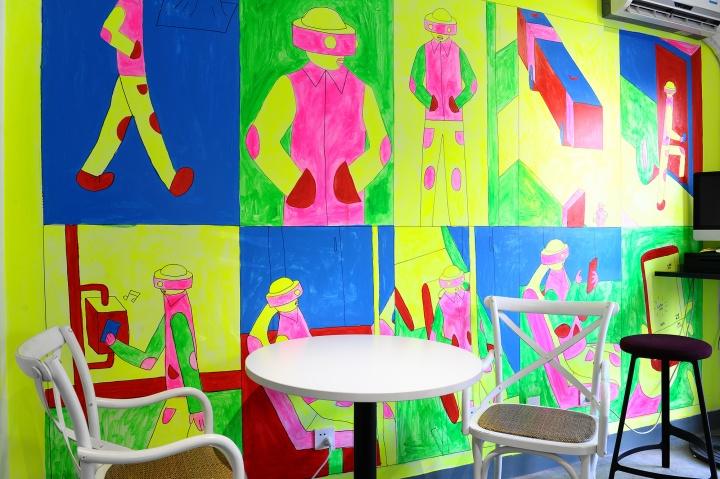 温凌直接在墙壁上的创作成为另一种装饰方式